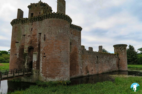 caerlaverock castle history dumfries and galloway