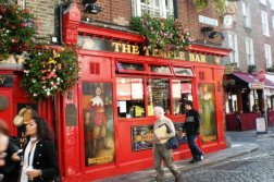 Temple Bar red Pub