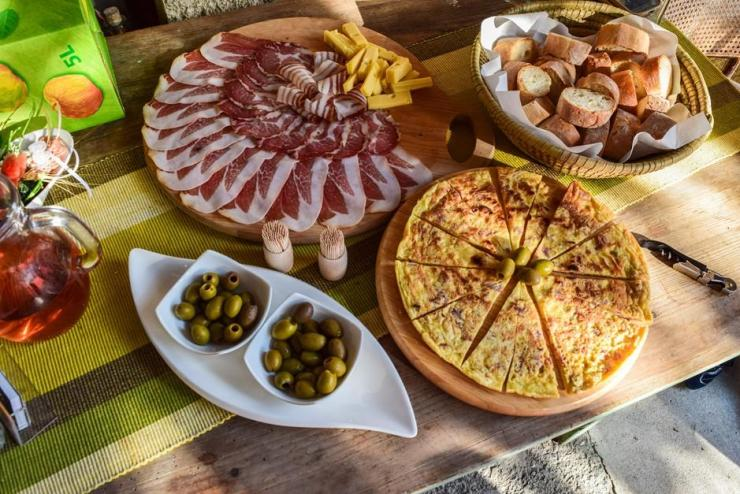 Monika von Travel World Online: Antipasti im Weingut Zorz