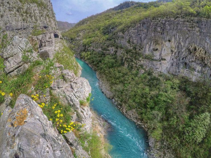 Der Teufelsfelsen in der Morača Schlucht