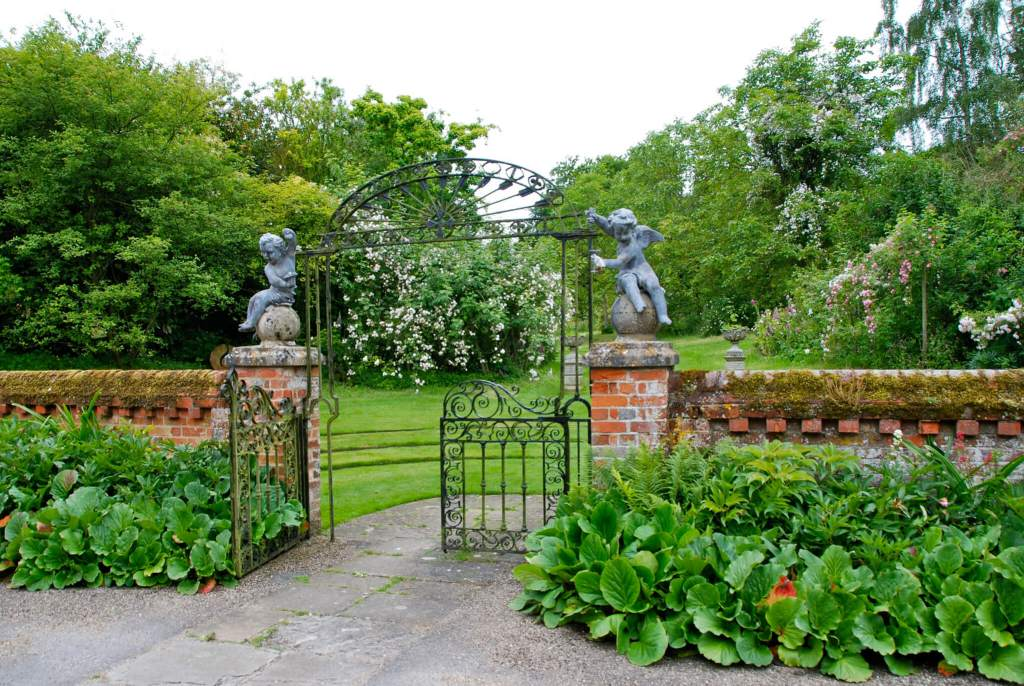 England: Gardens and Villages - Travel Through My Lenses