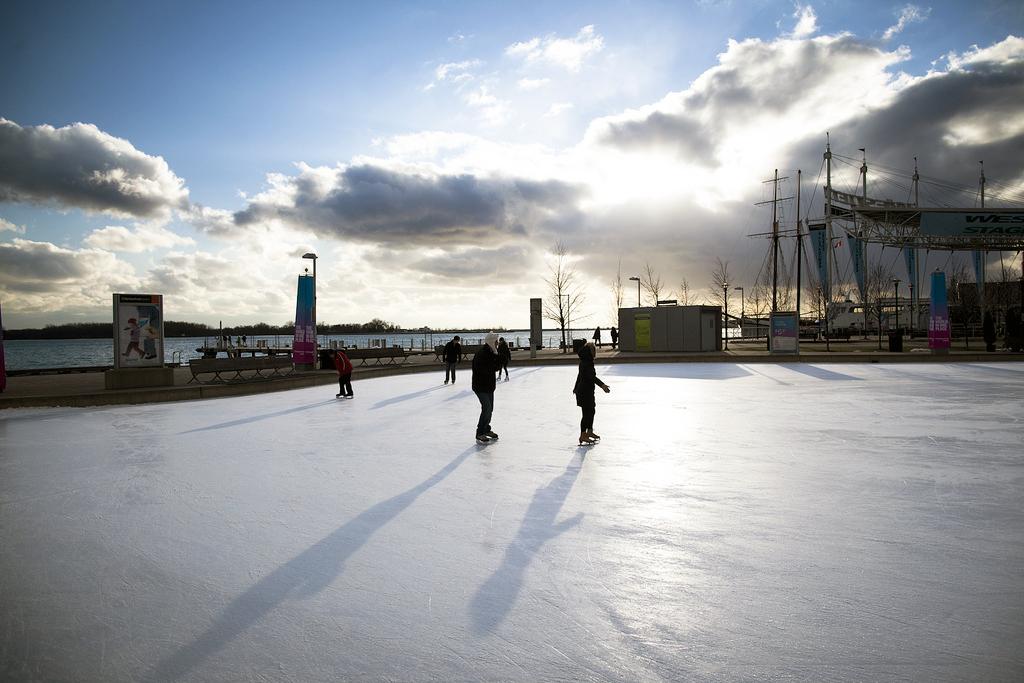 Outdoor Skating Rinks In Toronto