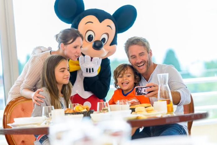 Breakfast with Mickey Disneyland Paris