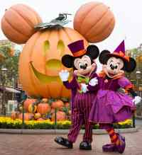 Halloween time at Disneyland Resort - Travel to the Magic