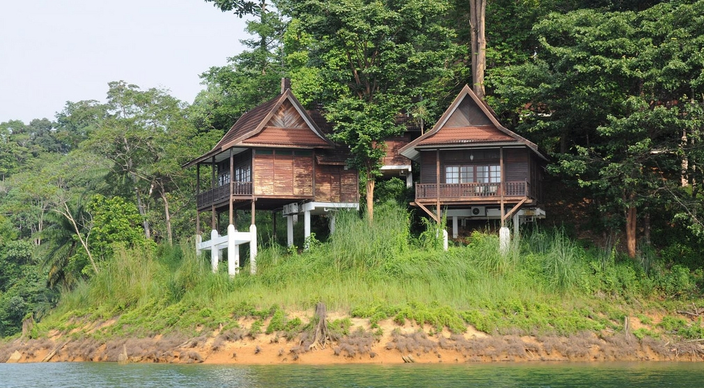 Accommodation on Lake Kenyir, Malaysia
