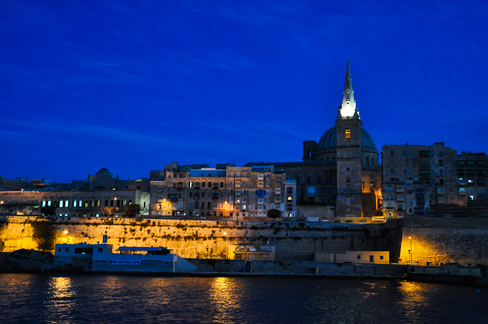 Leaving Valletta after sunset but I will return again.