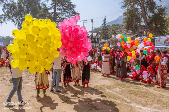 WD My Passport Wireless Pro For Travel Photographers captures balloons being given to Naatis
