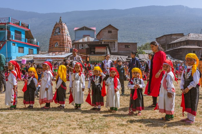 Naati dance by children at Kullu Dussehra - Gods' Own Get-Together