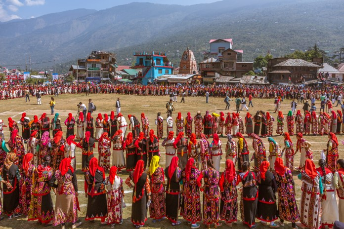 Hundreds of Naati dancers at Kullu Dussehra - Gods' Own Get-Together
