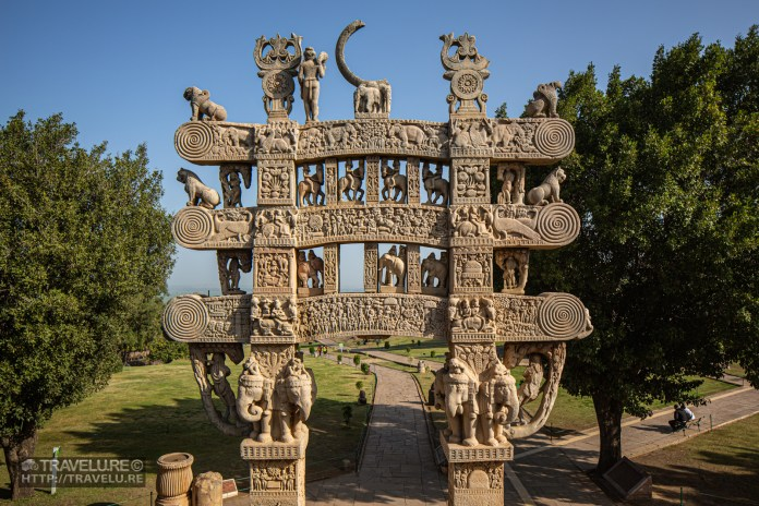 Though the physical distance may not be much, their faiths distance Sanchi and Udayagiri. While Sanchi is a Buddhist holy place, Udayagiri was important for 3 strong cults of Hinduism - Vaishnavism, Shaktism, and Shaivism. - Sanchi and Udayagiri - Of fables and faiths - Travelure ©