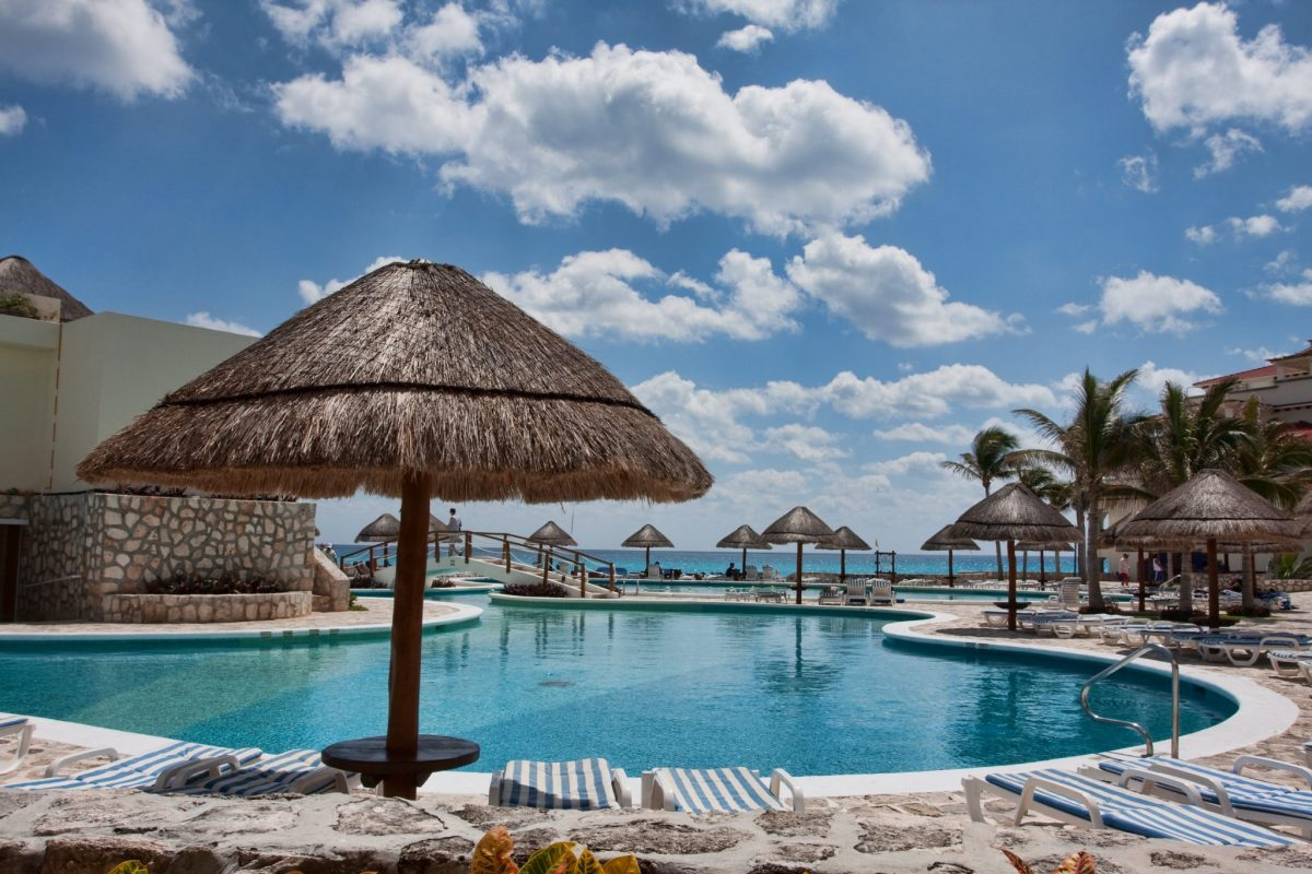 Turquoise water Cancun beach resort