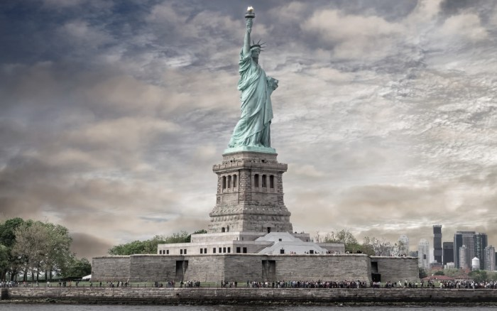 Statue of Liberty, cheap flights to new york, direct flights to new york, new york travel guide, top 10 things to do in new york