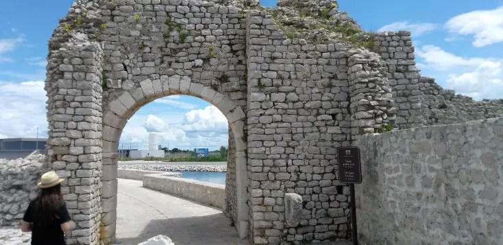 Poarta dinsre orasul vechi Nin spre fabrica de sare, Croatia