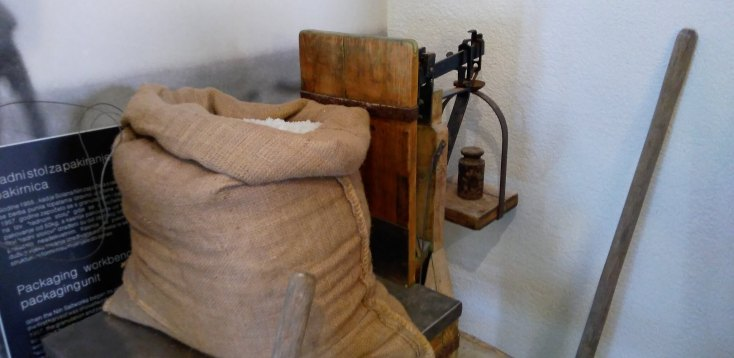 Ustensile folosite in trecut la extractia sarii, Nin, Croatia