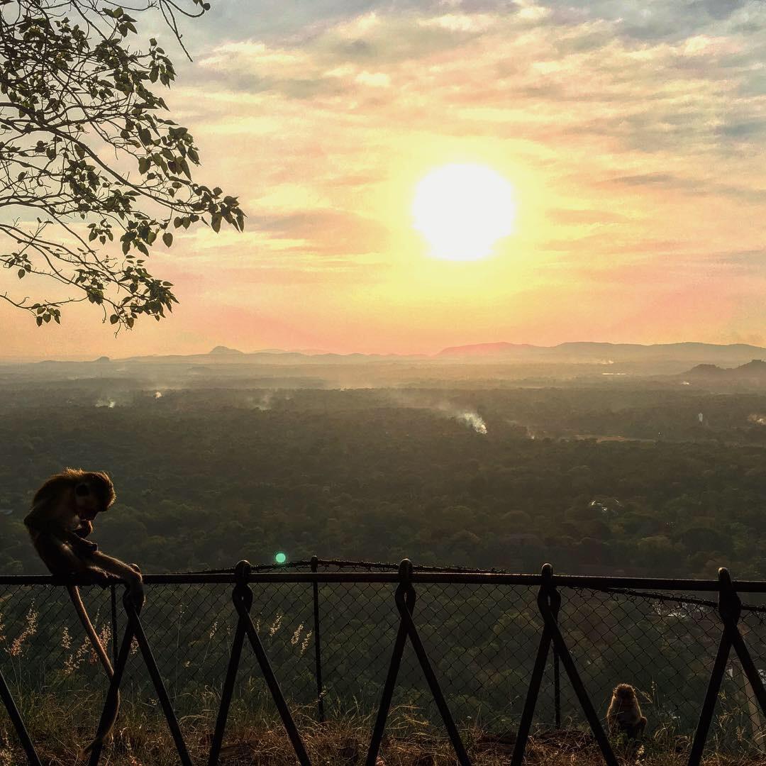 Zonsondergang vanaf Sigiriya Sri Lanka