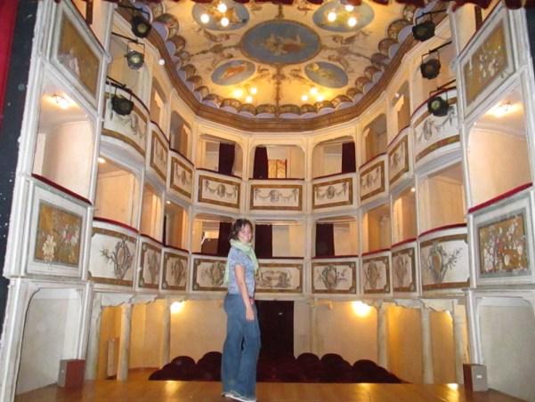 stanito_smallest_theater_concordia_umbria_italy