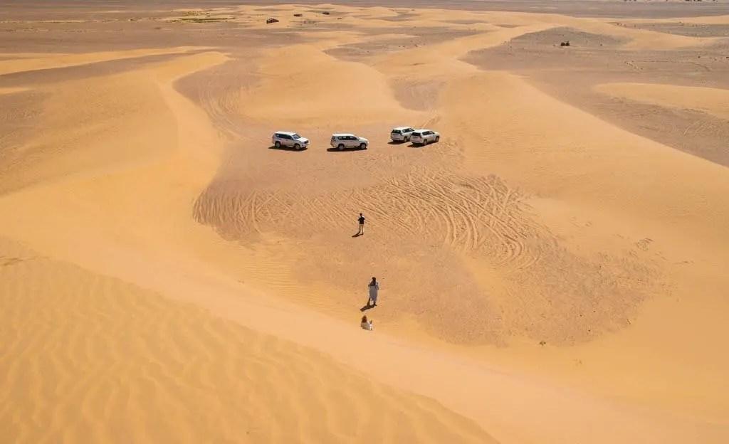 i nostri 4x4 visti dalla cima della duna
