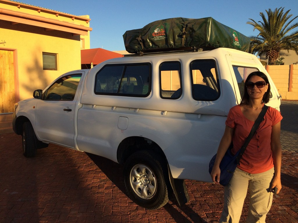 toyota hilux with rooftop tent appena arrivati in Namibia