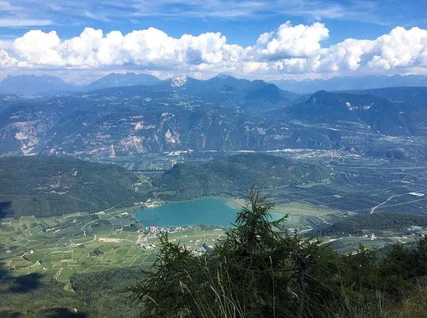 Il lago di Caldaro e il Monte di Mezzo