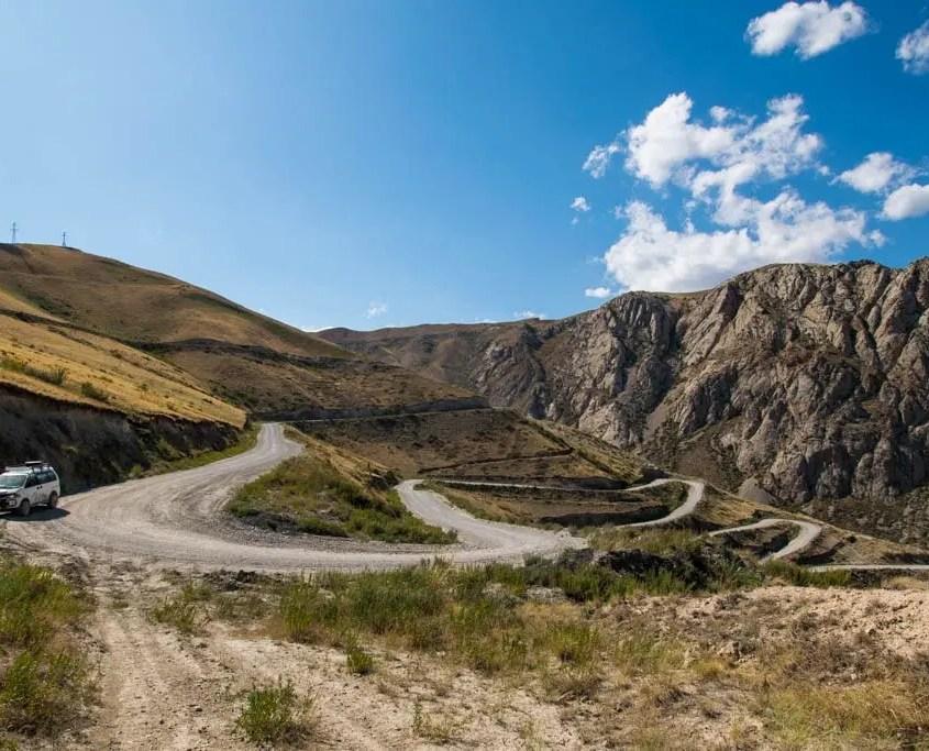 strada tornante Kirghizistan