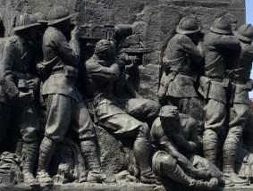statua guerra torino