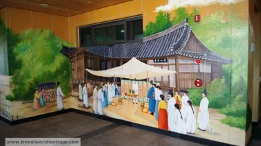 Beautiful murals upon the entrance to Yangdong