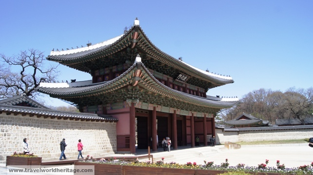 The Changgyeonggung Gate