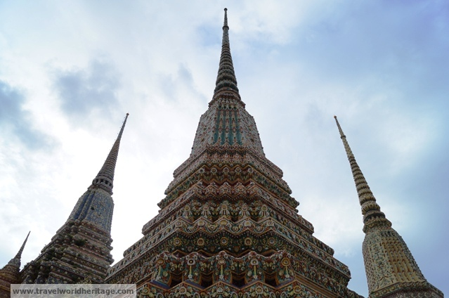 The stupas in Wat Pho are dedicated to many generations of Thai kings.