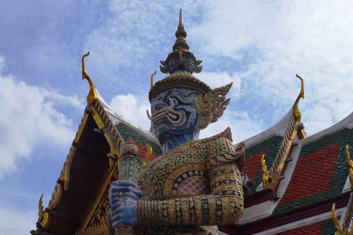 While the palace is fantastic, it is 500 Baht for foreigners ($18 usd) and a tiny fraction of that for locals.