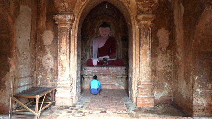 Man praying in Bagan