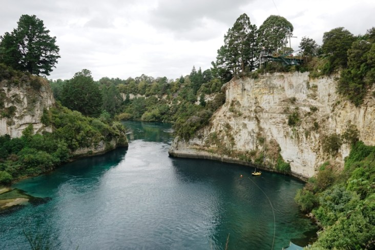 I don't know if you can see the jumper on the right. That's one hell of a view for a bungy jump.