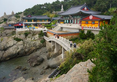 Haedong Yonggunesa oceanside temple, outside Busan