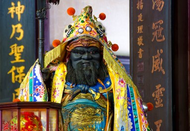 TiawanTemples-god-Black in yellow robe