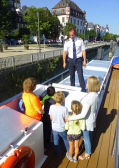 Captain Ferdy teaches kids about ship navigation. Photo credit: Nancy Schretter