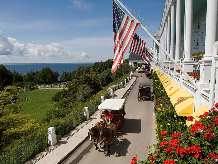 Mackinac Grand Hotel – view & carriage