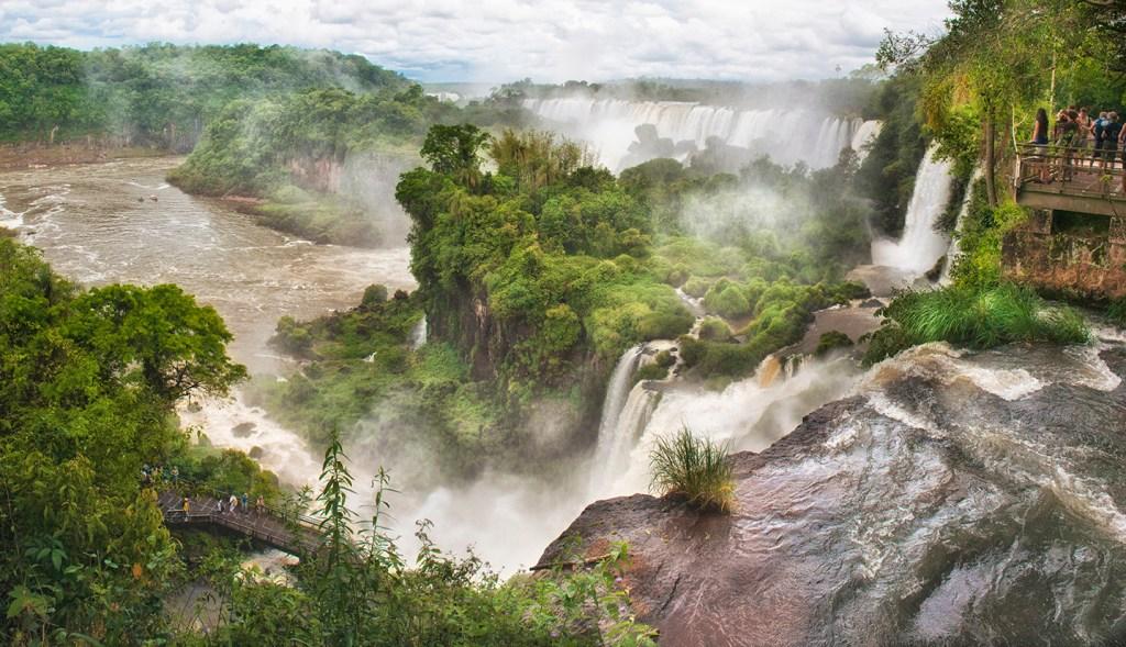 Sweeping-panorama-at-iguazu-national-park