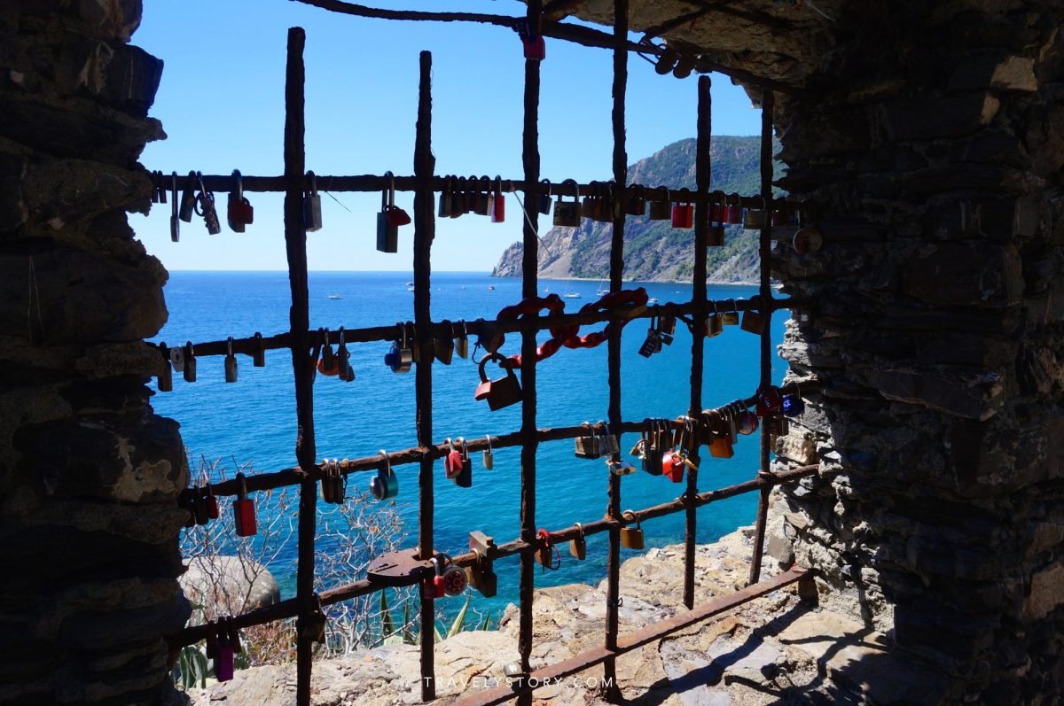 travely-story-italie-cinque-terre-27-logo