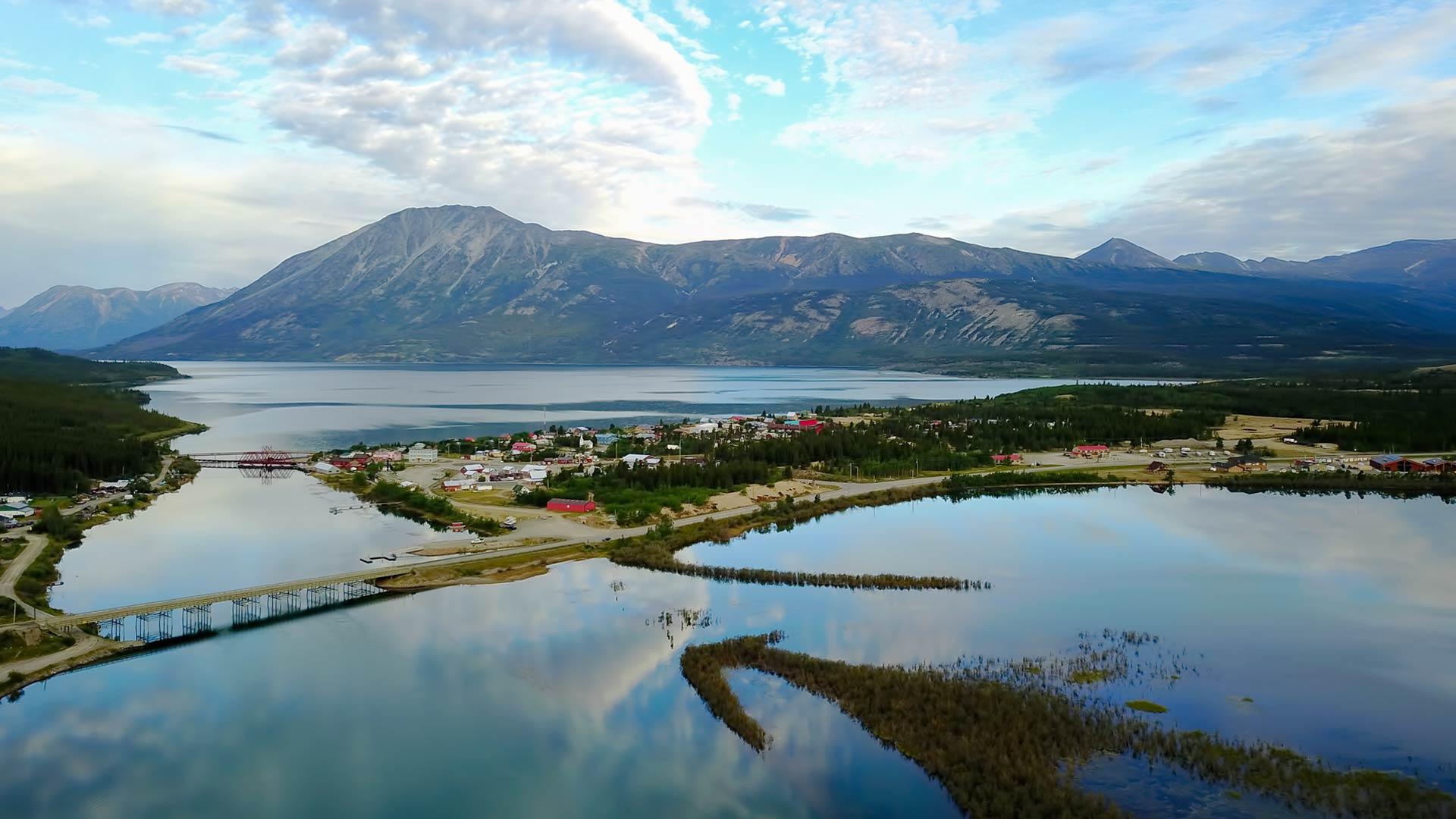 Desktop Wallpaper Fall Water Southern Lakes Region Travel Yukon Yukon Canada