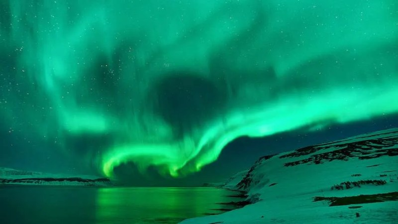 Northern Lights green swirl Iceland