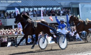 Solvato med Veijo Heiskanen kommer med en flot sejr fra Olympiatravet. Foto Kanal75