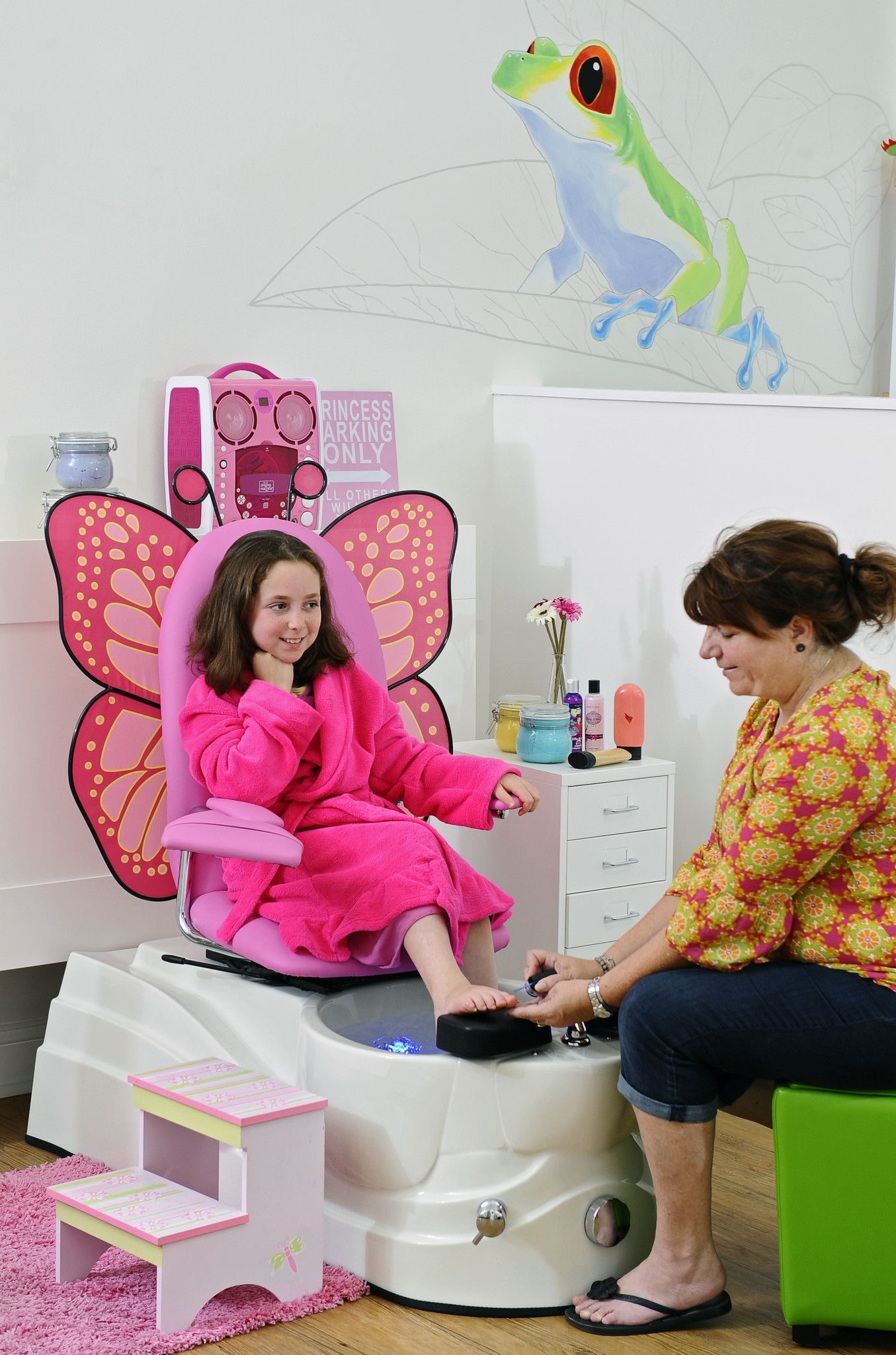 child pedicure chair ergonomic diagram kids spas in baltimore for young and pampered youths