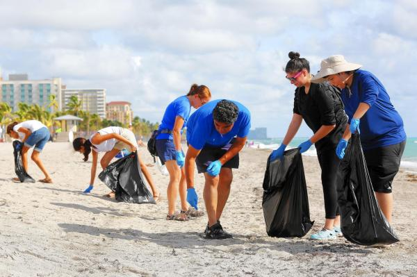 City Organizes Monthly Hollywood Beach Sweep