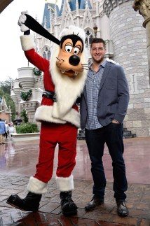 Tim Tebow Joins Robin Roberts Disney Christmas Day