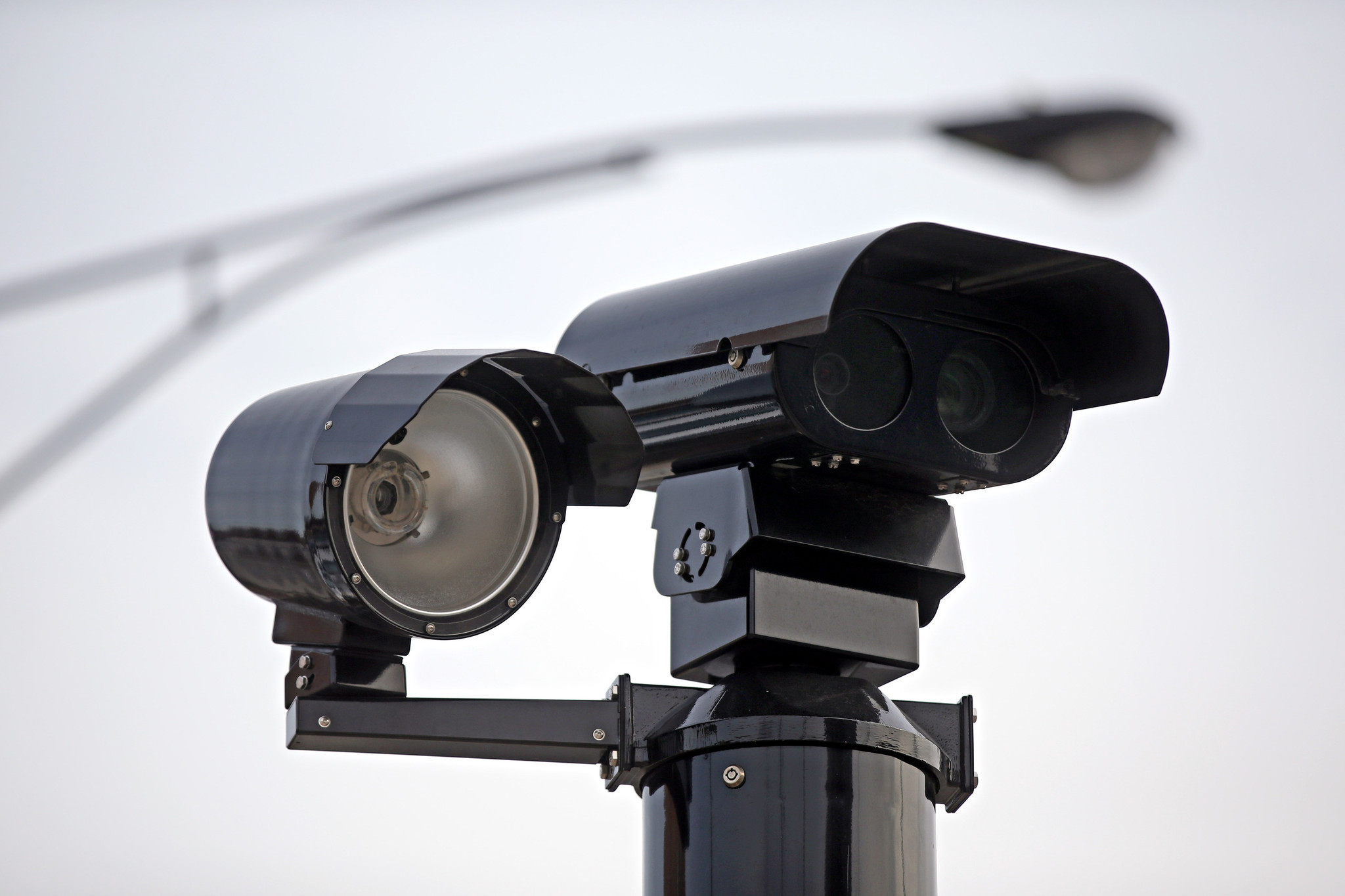 Illinois House approves red light camera ban outside