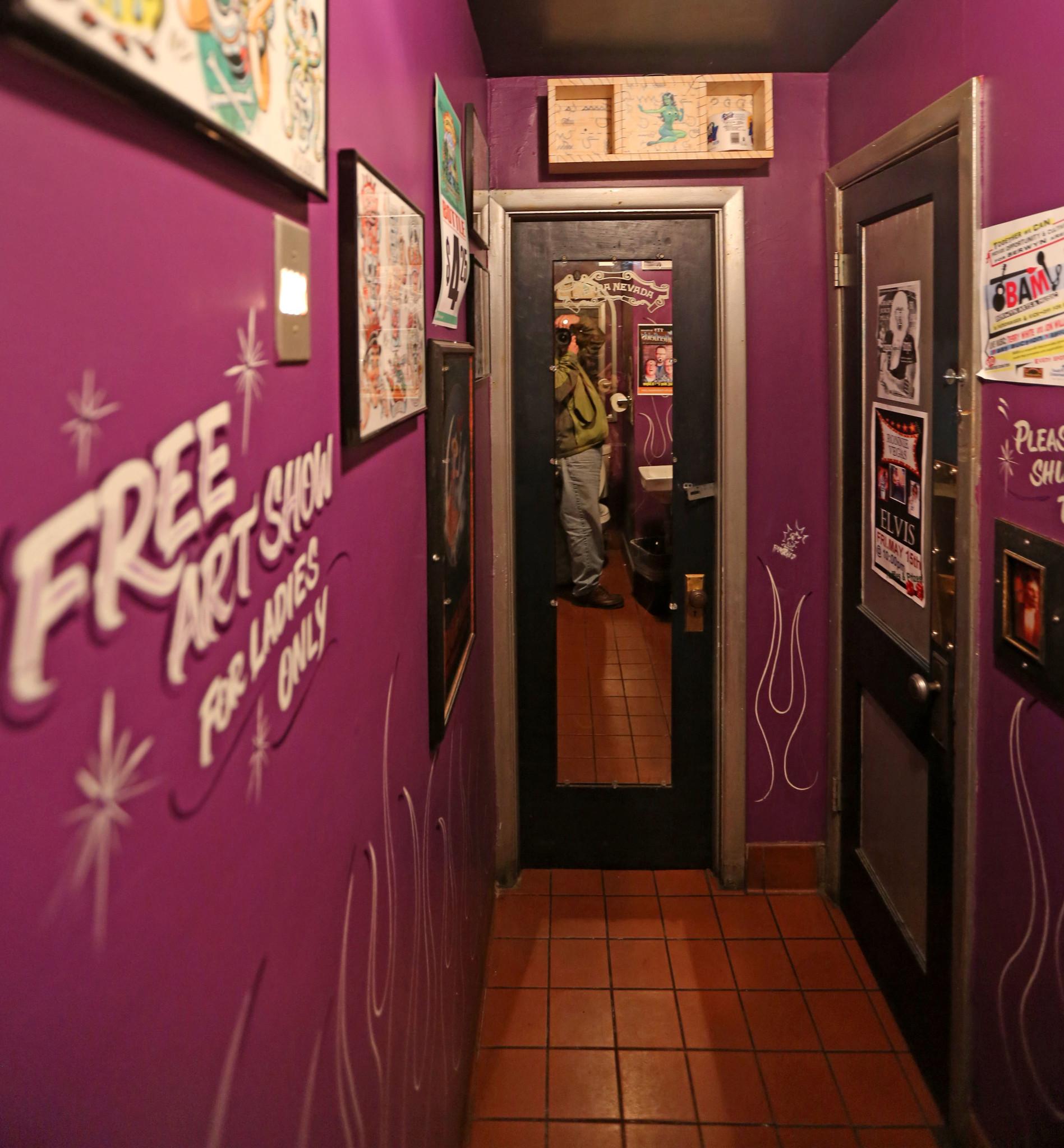 Police investigate twoway mirror in Berwyn clubs bathroom  Chicago Tribune