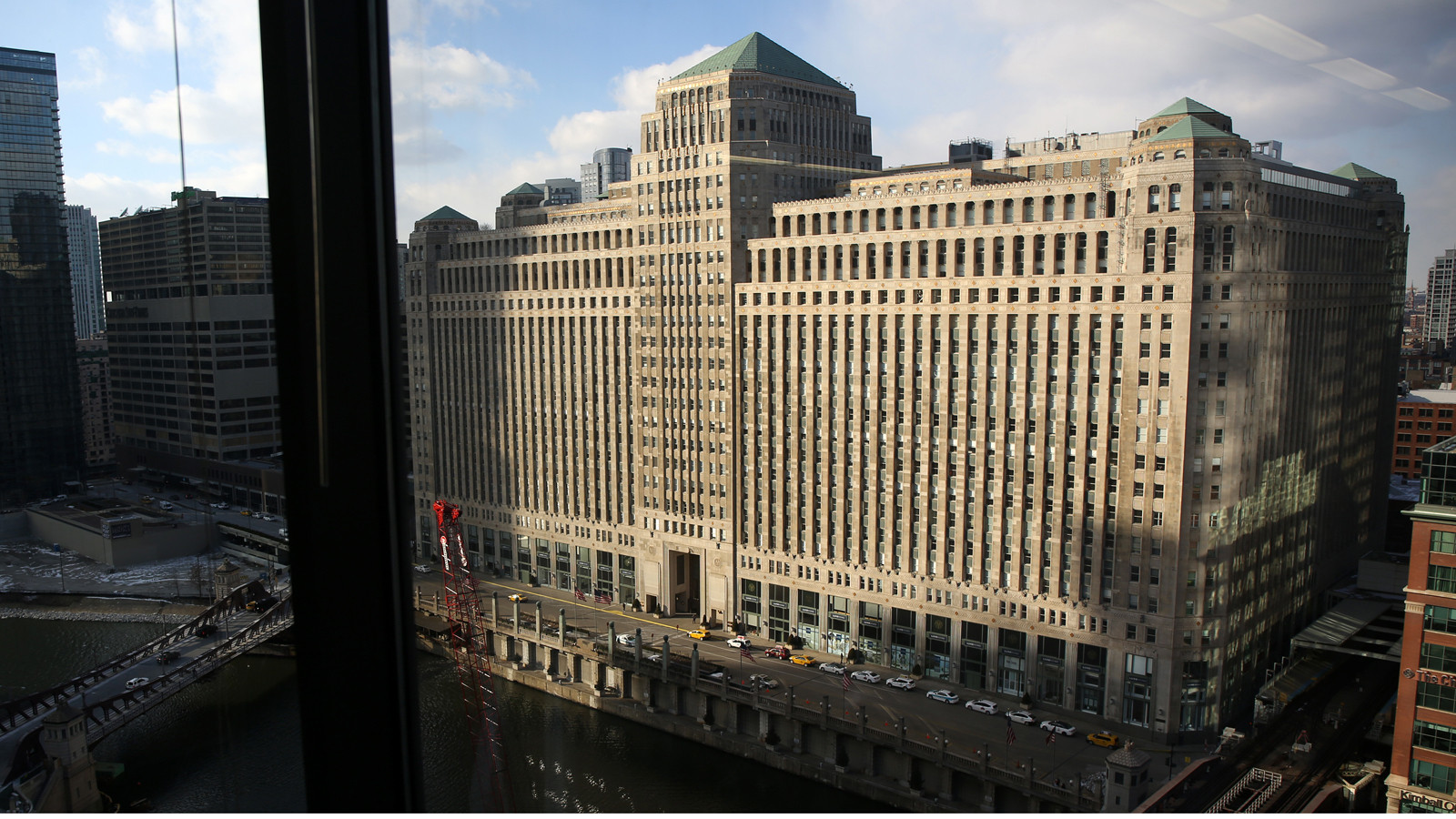 Allstate to bring 400 innovation jobs to Merchandise Mart
