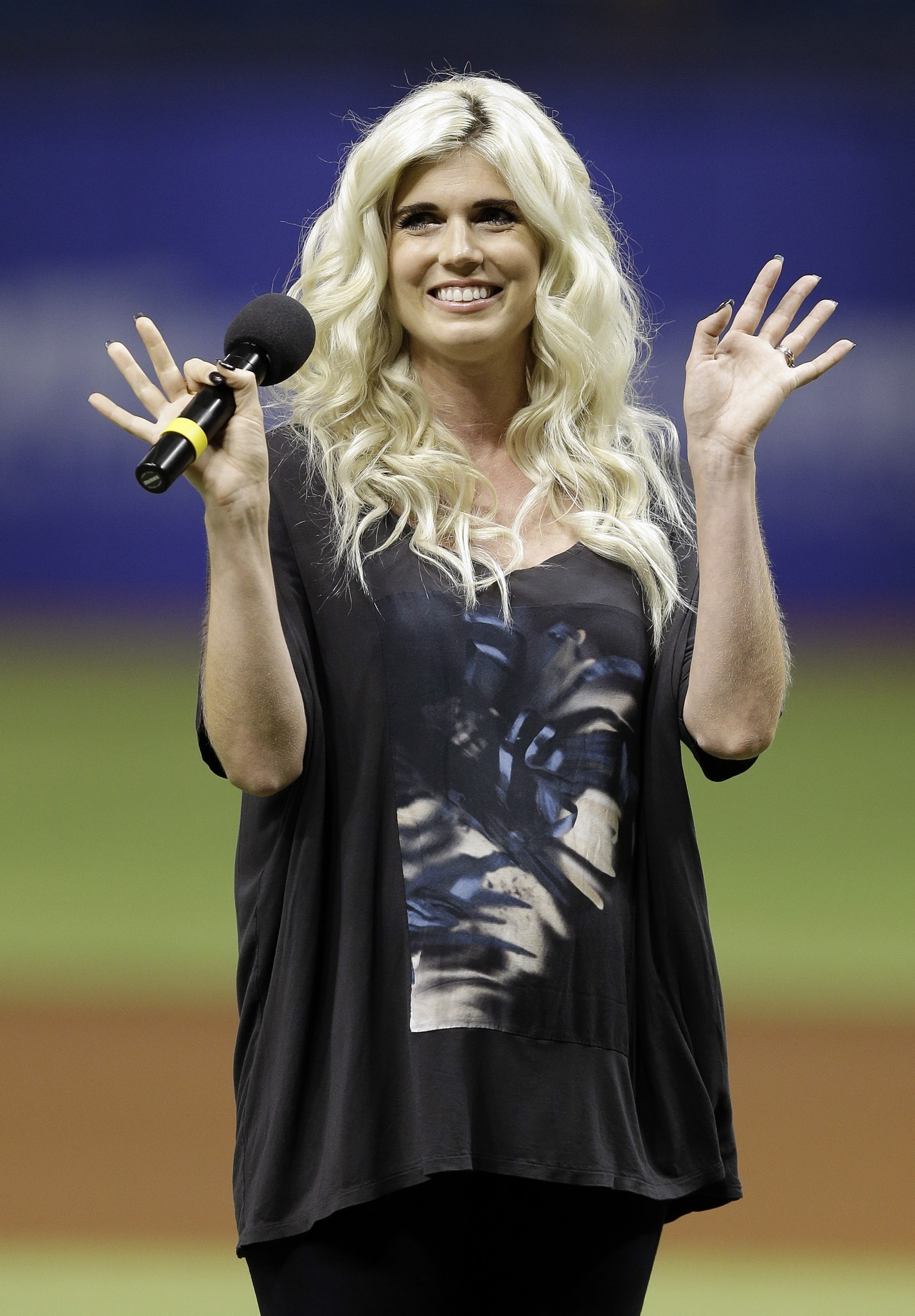 Singer Julianna Zobrist Bens Wife On The Cubs Walk Up