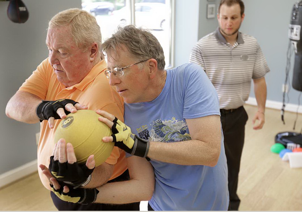 Peninsula physical therapist uses boxing to treat