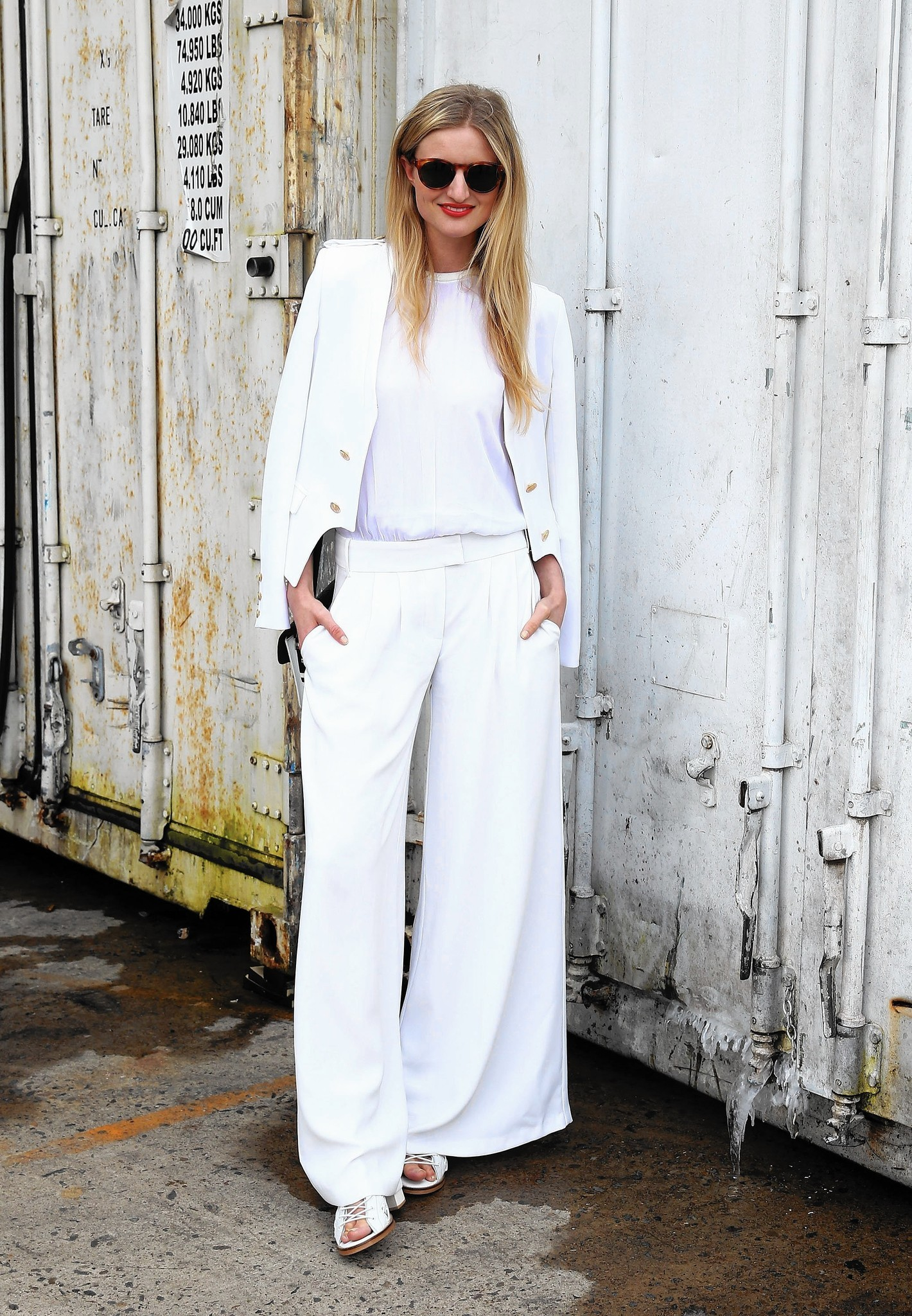 What To Wear Under Summers White Pants Chicago Tribune