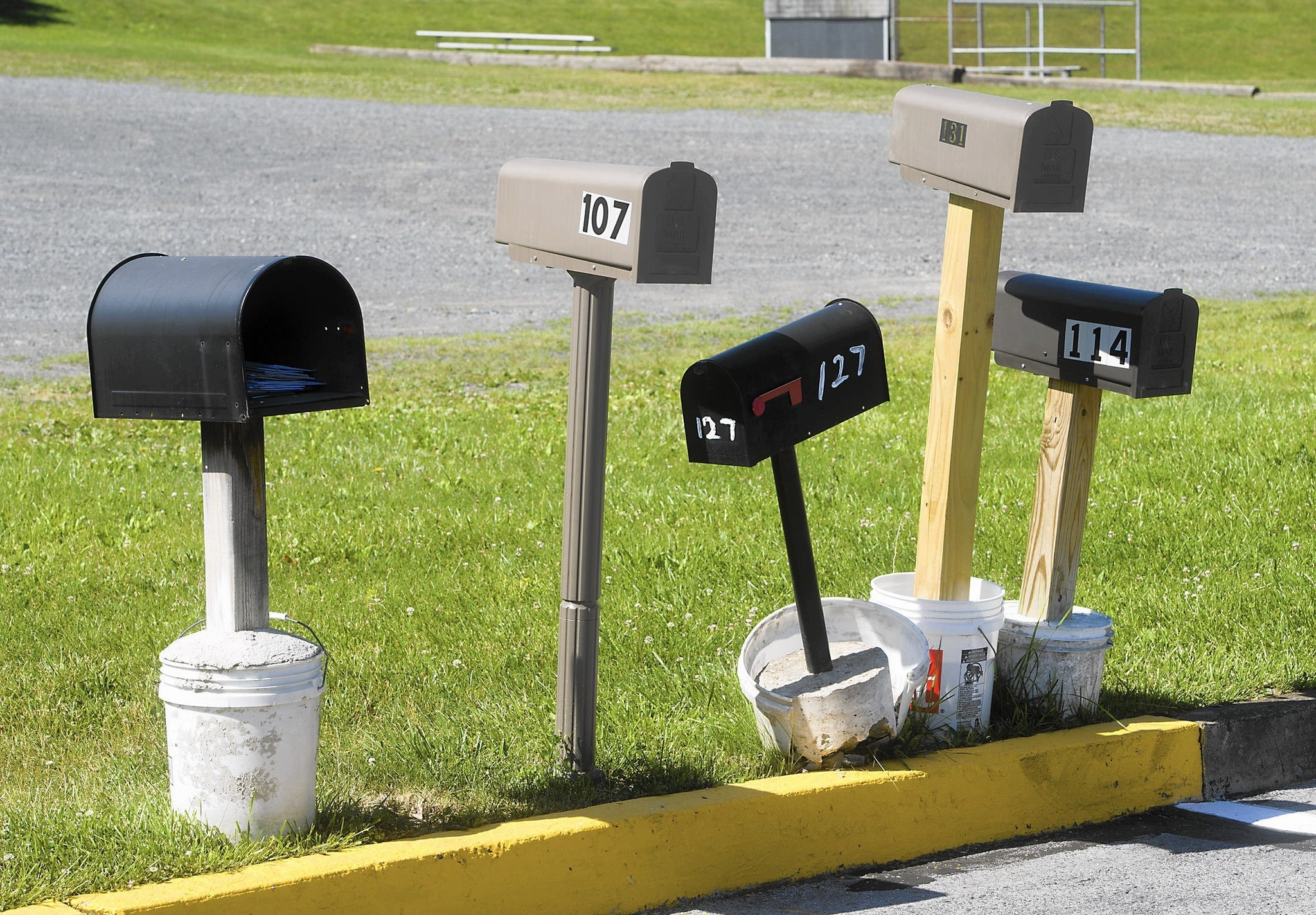 Temporary Mailbox Stand